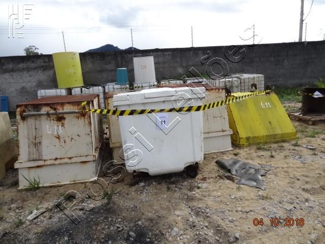 Lote com:  5   un  de  Caçambas de Aço e PVC. (Será vendido no estado de conservação em que se encontra)